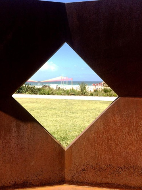 2 the blonde tourist blogger visits sculpture by the sea 2014 (3)